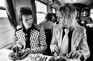 Bowie_RonsonLunch1973(c)Mic