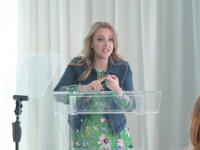 """Wendi McLendon-Covey's Advice for """"Helicopter Cleaners"""""""