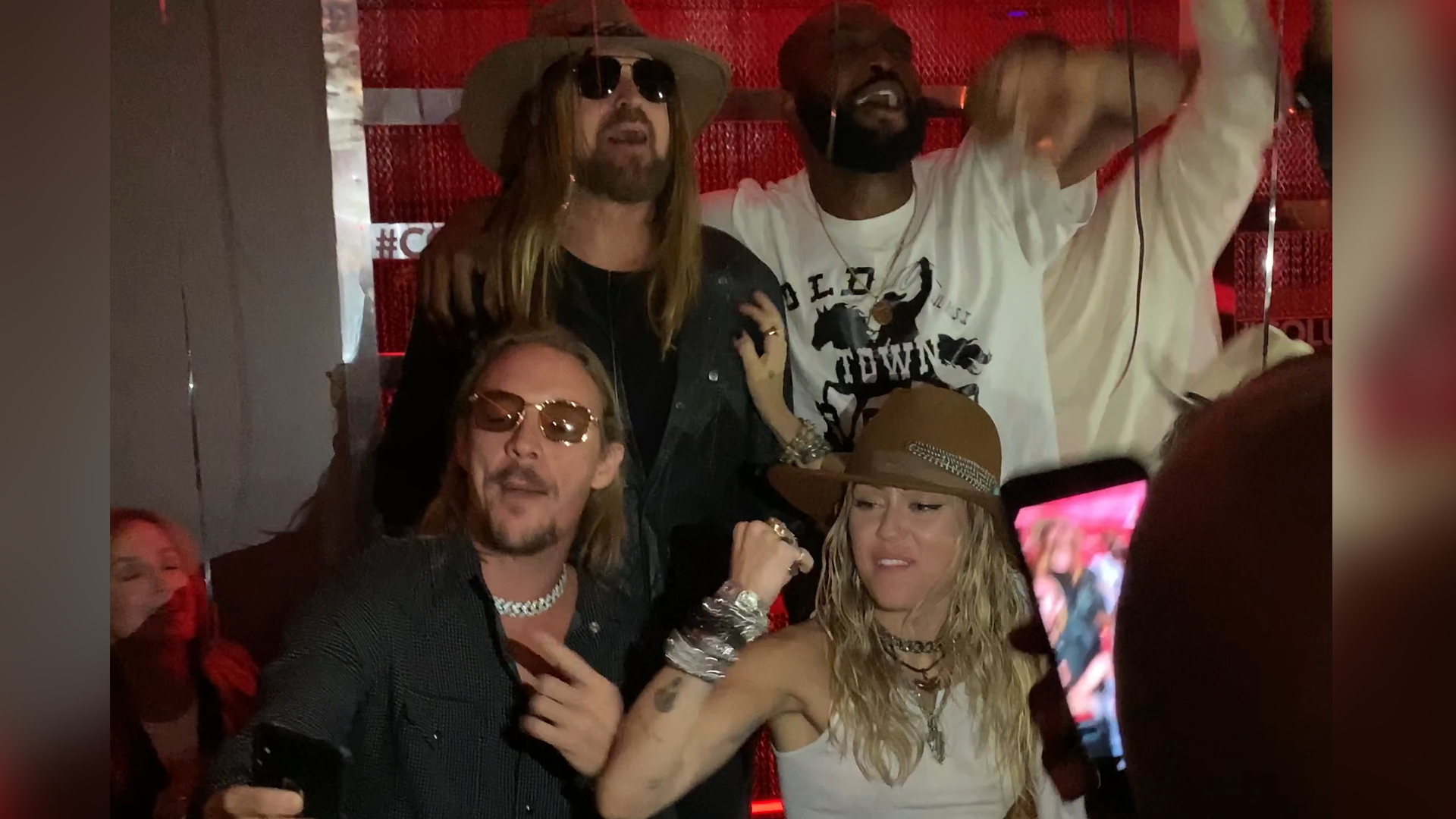 Miley Cyrus, Billy Ray Cyrus, VMAs, Tish Cyrus, Kaitlynn Carter, Lil Nas X, Diplo, afterparty, lifeminute, lifeminute.tv