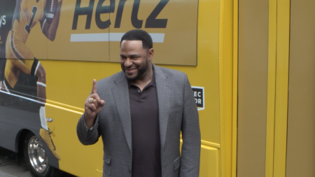 "Jerome Bettis, Hertz, ""The Bus"", Hertz Extra Mile campaign, the big game, Hertz Reward Members, the Chiefs, football, Hertz helicopter, Hertz bus, lifeminute, lifeminute.tv"